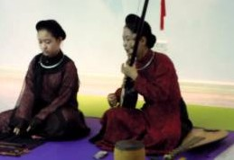 Watch Pham Thi Hue performing at Concordia International School Hanoi.