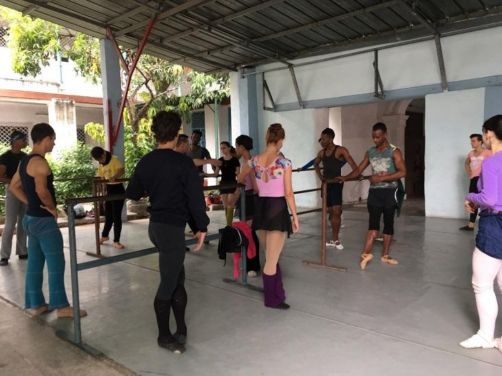 Prodanza dancers practice in Cuba