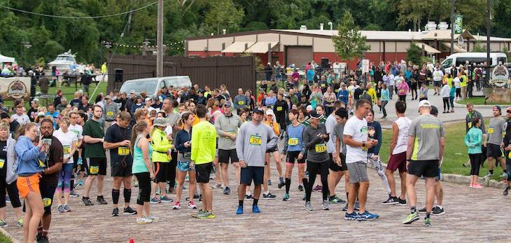 a group of 5k participants line up at the starting line